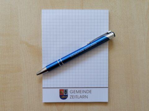 Block mit Logo und Kugelschreiber mit Gravur